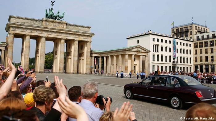 Britain's Queen Elizabeth and Prince Philip are driven through the Brandenburg Gate in Berlin, Germany, June 26, 2015 (Reuters/H. Hanschke)