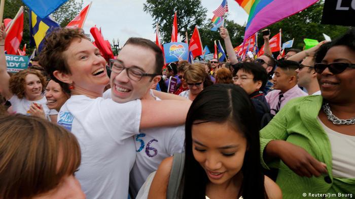 Unterstützer der gleichgeschlechtlichen Ehe feiern Entscheidung des Supreme Court