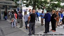 Griechenland Schuldenkrise lange Schlangen vor Geldautomaten