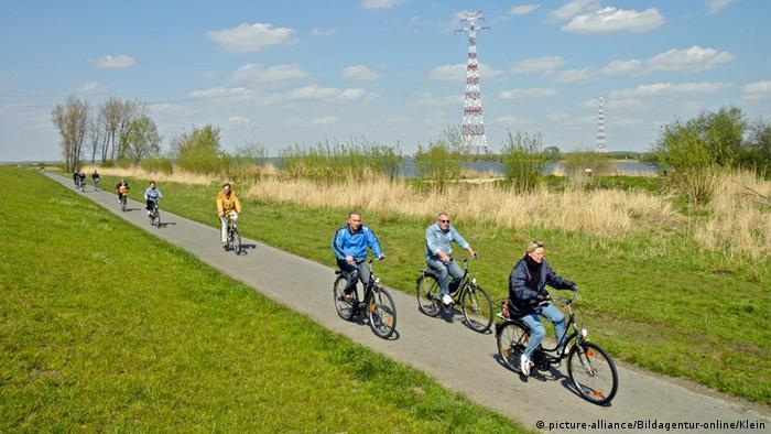 Bike route on the north coast of Germany (Photo: picture-alliance/Bildagentur-online/Klein)