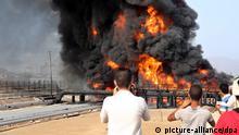 Brand in der Erdölraffinerie in Aden nach Bobardierung