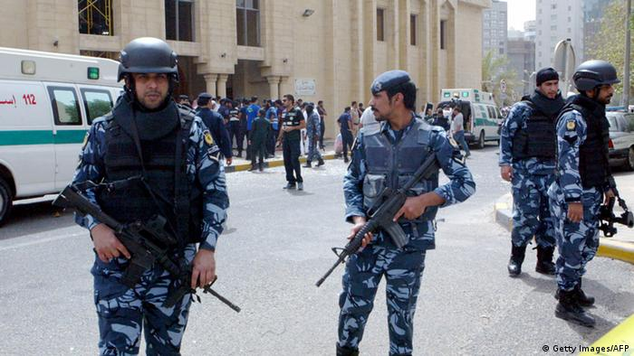 """""""رايتس ووتش"""" تندد بتسليم الكويت ثمانية مصريين لبلادهم"""