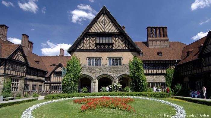 Un castillo en un idílico estilo de casa de campo, construido para los herederos dela corona de Prusia.