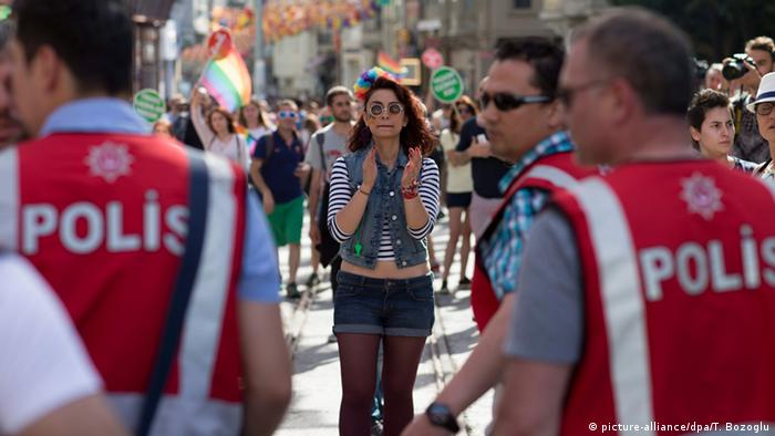 Полицията в Истанбул редовно осуетява прояви на хората с хомосексуална ориентация