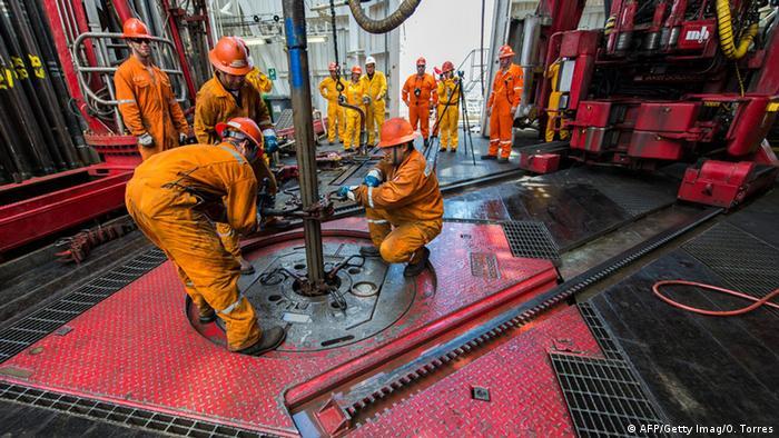 O que está por trás da desvalorização do petróleo?