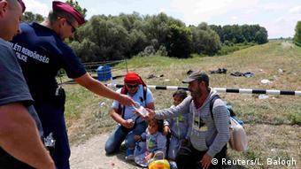 Serbien Ungarn Flüchtlinge aus Syrien an der Grenze