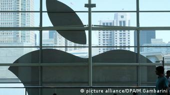 Gigantisches Apple-Logo, Foto: Christoph Dernbach/dpa