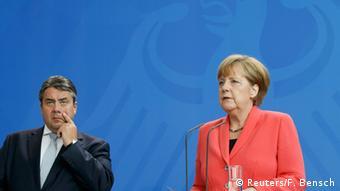 Deutschland Merkel und Gabriel PK im Bundeskanzleramt zur Griechenland-Krise