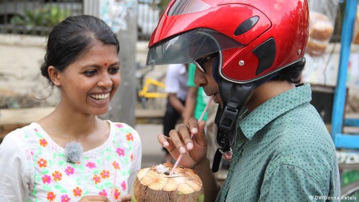 Nur für Life Links - Mit Helm auf der Straße