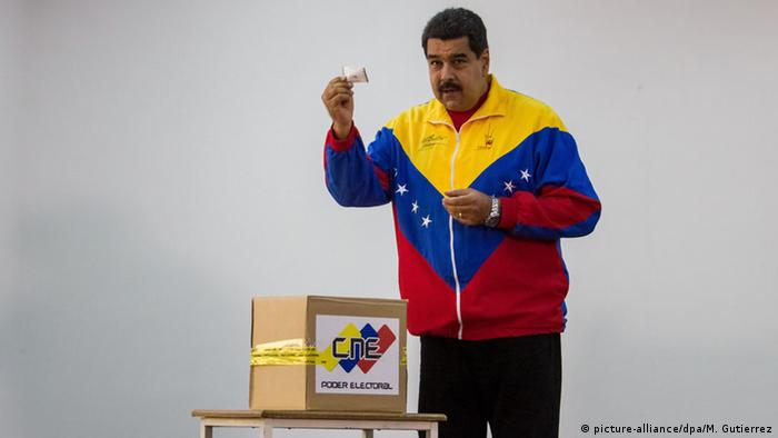 Venezuela Caracas Wahlen Nicolas Maduro Präsident Wahllokal (picture-alliance/dpa/M. Gutierrez)