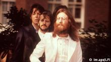 Bildnummer: 53264754 Datum: 08.08.1969 Copyright: imago/LFI John Lennon (re.), Ringo Starr (Mitte) und Paul McCartney (alle The Beatles) während des Fotoshootings für das LP-Cover von - Abbey Road - in London - PUBLICATIONxINxGERxSUIxAUTxONLY, Personen; 1969, London, Musik, Fotoshooting, MacCartney, Mac Cartney, Mc; , quer, Kbneg, Gruppenbild, Randbild, People Bildnummer 53264754 Date 08 08 1969 Copyright Imago LFI John Lennon right Ringo rigid centre and Paul McCartney all The Beatles during the Photo shoots for the LP Cover from Abbey Road in London PUBLICATIONxINxGERxSUIxAUTxONLY People 1969 London Music Photo shooting Maccartney Mac Cartney Mc horizontal Kbneg Group photo Edge image Celebrities