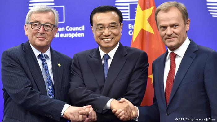 Chinesischer Premier Li Keqiang mit EU-Kommissionspräsident Juncker und Donald Tusk