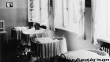 Lebensborn-Heim in Steinhoering 1938 Nationalsozialismus / Lebensborn e.V. (1935 gegr. rassenpolit. Einrichtung zur Foerderung des Kinderreichtums in der SS). - Entbindungsheim des Lebensborns in Steinhoering (Oberbayern) fuer Angehoerige der SS: Saeuglingsbetten. - Foto, 1938.