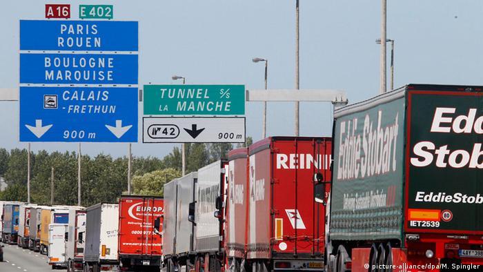 Streik von MyFerryLink-Mitarbeitern am Eurotunnel in Calais, Frankreich (picture-alliance/dpa/M. Spingler)