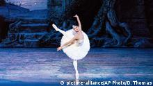 Misty Copeland dancing with the American Ballet Theatre in Swan Lake, Copyright: picture-alliance/AP Photo/D. Thomas