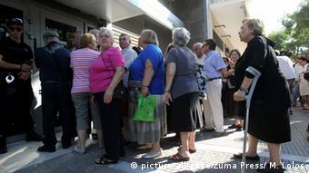 «Το γεγονός ότι η ελληνική κυβέρνηση δεν θα περικόψει περισσότερο τις συντάξεις, δεν βοηθά τους περισσότερους συνταξιούχους»