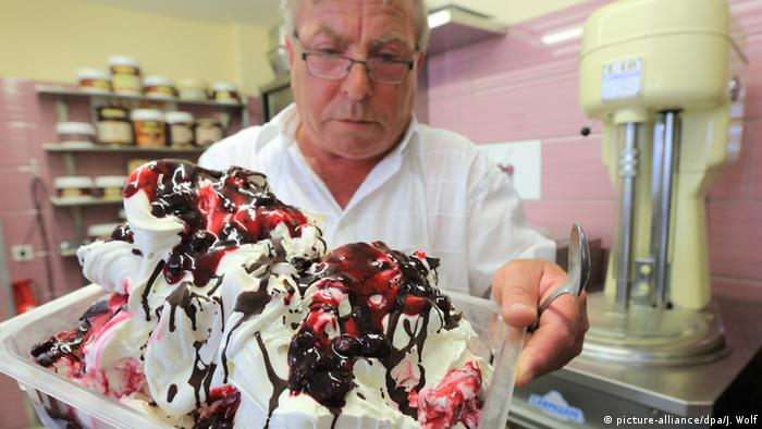 Dario Bianchet carries fresh ice cream.(picture: dpa)