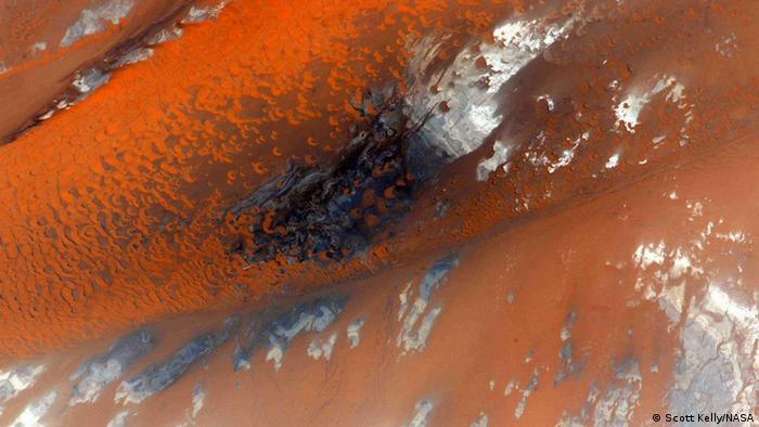 Photo: Desert dunes near Toshka Lakes (Source: Scott Kelly/NASA)