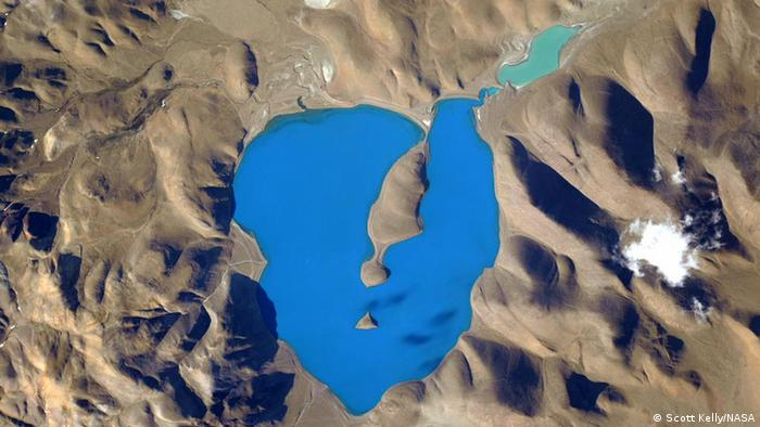 Photo: Cuo Womo Lake (Source: Scott Kelly/NASA)