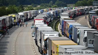 backlog of trucks photo: BEN STANSALL/AFP/Getty Images
