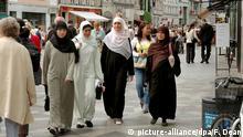 Muslim female immigrants on stroeget in Copenhagen Denmark July 23 2005. Foto: Francis Dean +++(c) dpa - Report+++