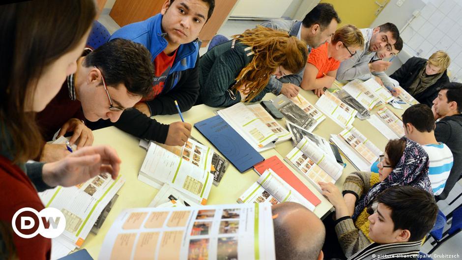 German teachers union warns girls to stay away from refugee men | DW | 07.11.2015