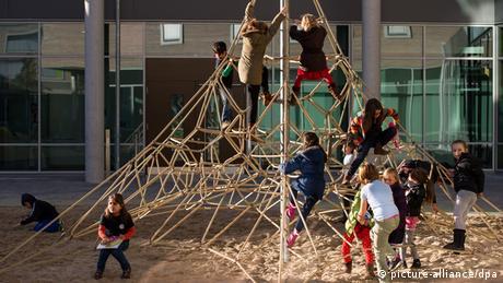 Symbolbild - Kinderspielplatz (picture-alliance/dpa)