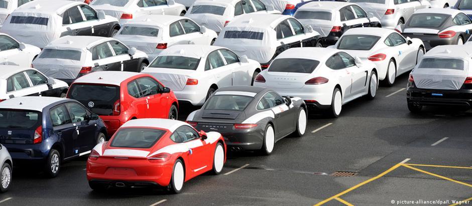 Para se adaptar a novos padrões de poluição, indústria automobilística teve que reduzir produção no terceiro trimestre