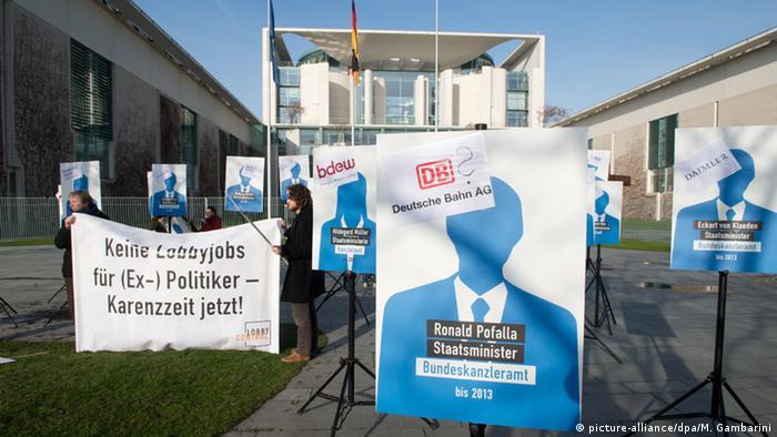 Deutschland Berlin Protest von lobbycontrol