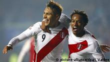 epa04830233 Peruvian striker Jose Paolo Guerrero (L) celebrates with teammate striker Andre Carrillo after scoring during the Copa America 2015 third and fourth place final soccer match between Peru and Paraguay, at Estadio Municipal Alcaldesa Ester Roa Rebolledo in Concepcion, Chile, 03 July 2015. EPA/JAVIER VALDES +++(c) dpa - Bildfunk+++