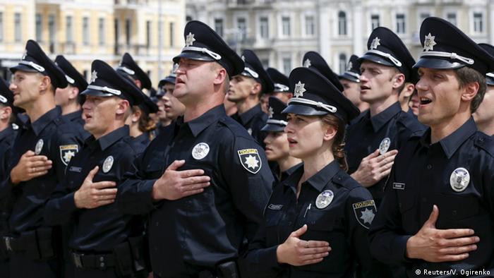 Патрульні поліцейські під час присяги у Києві у 2015 році
