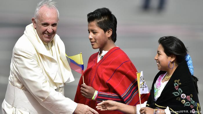 Papst Franziskus in Ecuador gelandet