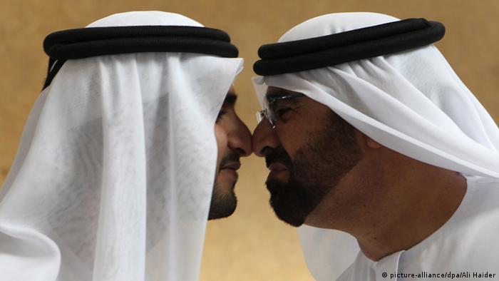 Zwei Wähler der Vereinigten Arabischen Emiraten (Foto: dpa)