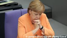 Angela Merkel Augen geschlossen