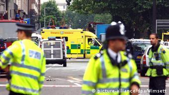 Polizei am Tavistock Square in London nach dem Terroranschlag 2005 (Foto: dpa)