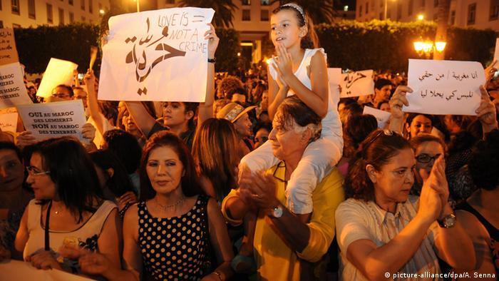 Marokko Protest gegen Anklage zweier Frauen mit enger Kleidung