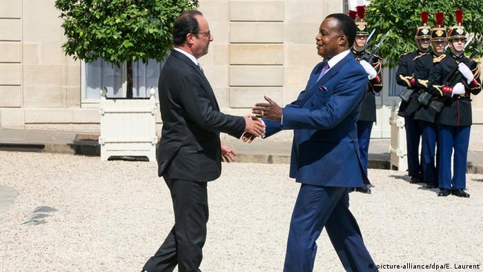 Der französische Präsident Francois Hollande und sein kongolesischer Amtskollegen Denis Sassou-Nguesso Foto: EPA/ETIENNE LAURENT