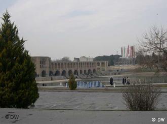 جشنواره ادبی اصفهان امسال رنگ و بوی دولتی و حتا ایدئولوژیک گرفته بود.