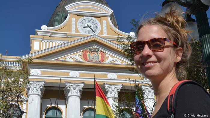 kulturweit-Freiwillige Olivia Mettang vor dem Parlamentsgebäude in La Paz (Foto: Olivia Mettang).