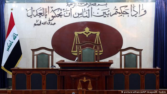 An Iraqi courtroom (picture-alliance/AP Images/K. Kadim)