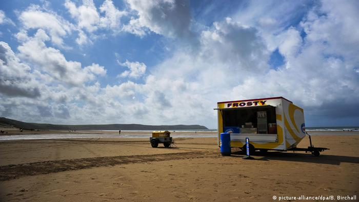A solitary ice-cream stand on Woolacombe beach, north Devon. (Photo: Ben Birchall/PA Wire)