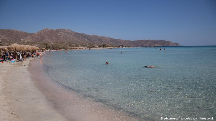 A beach on the island of Crete (picture-alliance/dpa/H. Knosowski)