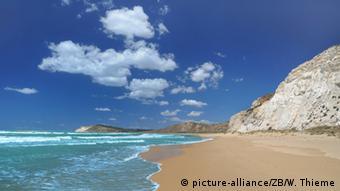 Άδεια παραλία στη Σικελία