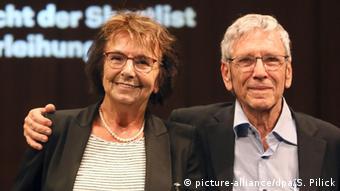 Deutschland Internationaler Literaturpreis Übersetzerin Mirjam Pressler und Schriftsteller Amos Oz (picture-alliance/dpa/S. Pilick)