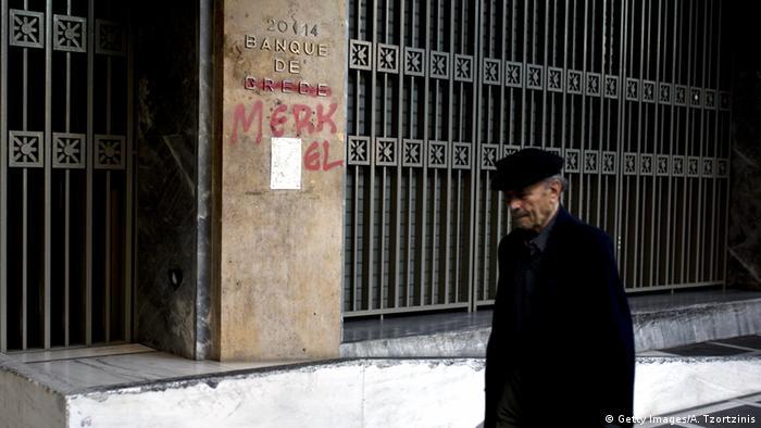 Bank of Greec Bank of Merkel Bank Griechendland Finanzkrise Eurokrise (Getty Images/A. Tzortzinis)