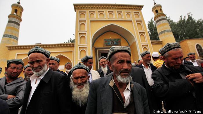 新疆对蓄长须、穿蒙面罩袍者颁布新禁令