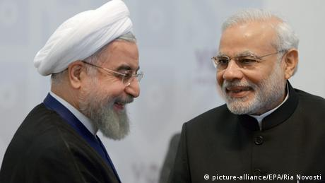 Iran's Hassan Rouhani Iran and India's Narendra Modi (picture-alliance/EPA/Ria Novosti)