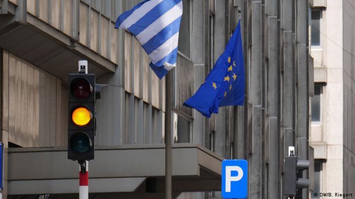 Symbolbild Griechenland Europa EU Flaggen Flagge NEU (DW/B. Riegert)