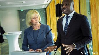Forschungsministerin Wanka und Umweltminister Ayariga aus Ghana in Berlin (Foto: DW/J. Karl)