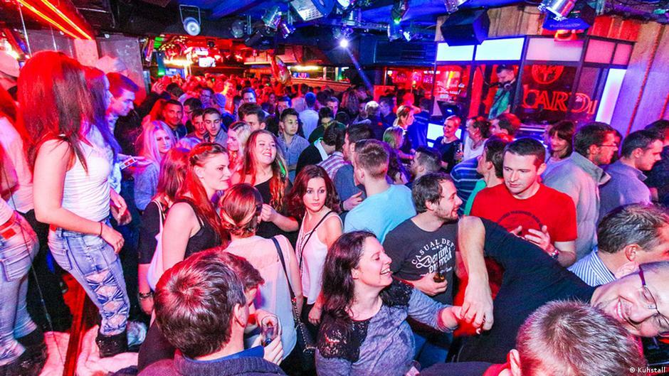 Ночной клуб в смысле мастурбация в стрип клубе